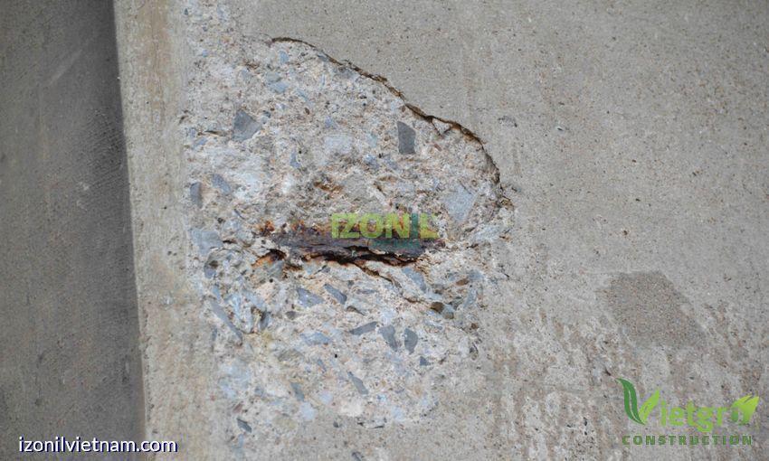 tường ngoài bị thấm nước cần dịch vụ chống thấm